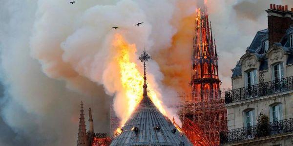 حملات تبرع فالعالم كامل لكاتدرائية نوتردام