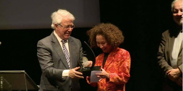 الباحثة المغربية جليلة السباعي ربحات الجائزة الكبرى لمواعيد التاريخ لمعهد العالم العربي