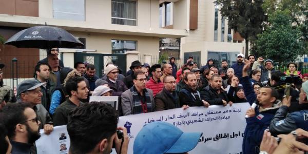 العشرات احتجو على محاكمة معتقلي حراك الريف امام استئنافية كازا – صور