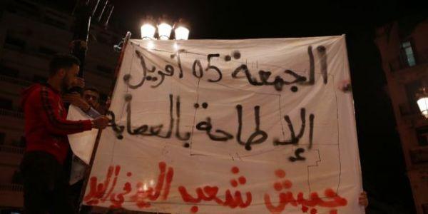 """مظاهرات الدزاير للجمعة السابعة: آلاف المحتجين في الشوارع كيطالبو بـ""""رحيل رموز النظام"""" – فيديو وصور"""