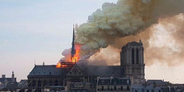 العافية شاعلة ف أكبر معلمة تاريخية ف فرنسا: نوتردام باريس – صور وفيديوهات