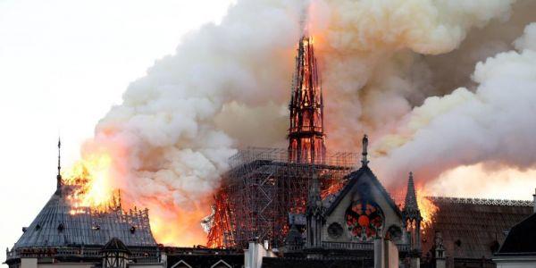 سوف يبنون كاتدرائية نوتردام من جديد، لكن من يخمد نارنا نحن! ما يصعب ترميه هو هذا الخراب في أدمغتنا.  وهذا الهيكل البشري المحطم. وهذا ا الرماد الذي صرنا إليه نحن المغاربة