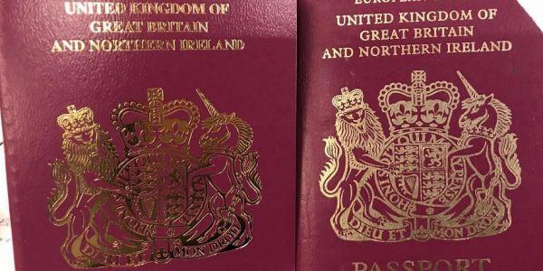 """المملكة المتحدة بدات تحيد """"الاتحاد الأوروبي"""" من الباسبورات البريطانية"""
