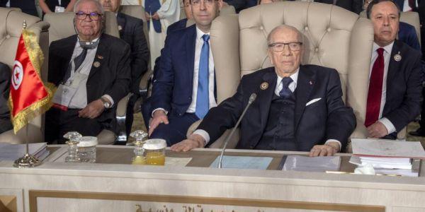 خايف يوقع ليه كيف وقع لبوتفليقة.. الرئيس التونسي السبسي: مغاديش نترشح للرئاسة