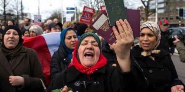 """""""مغاربة العالم"""".. """"خزان انتخابي"""" لإنقاذ الأحزاب من """"مقاطعة استحقاقات 2021"""""""