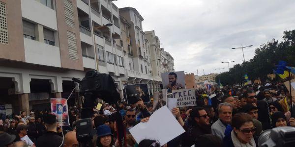مسيرة الريف: حراك الرباط كيضامن مع ثورتي الجزائر والسودان وكيطالب باصلاحات سياسية