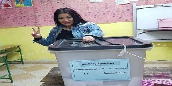 ليلى غفران شاركات في استفتاء مصر والمغاربة معاجبهم حال