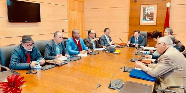 النقابات صعدات ضد أمزازي: حملاتو مسؤولية عدم فتح الحوار مع أساتذة الكونطرا