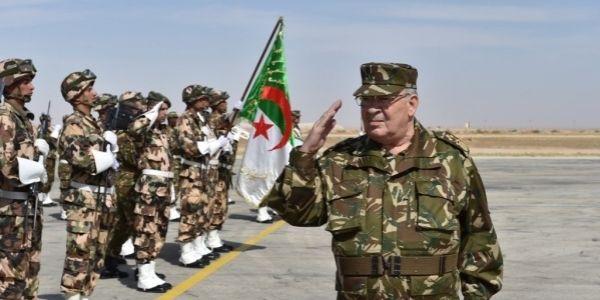 واش الجزائر باغية ترد المغرب .. القايد صالح يشرف على مناورات عسكرية قرب الحدود مع المغرب
