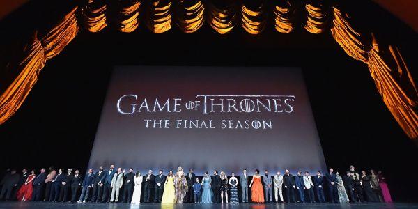 """وسط الحزن والبكى… أبطال """"Game Of Thrones"""" ودعو موسمو الأخير – صور"""
