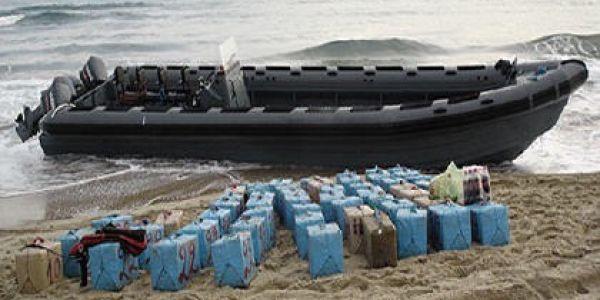 التهريب ولاّ دولي من الداخلة. الصبليون قرقبات على سفينة جاية من الداخلة فيها لحشيش – صورة