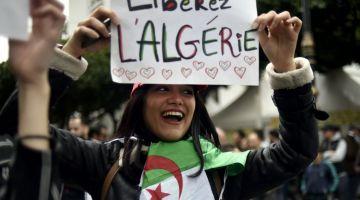 حراك الجزائر في الجمعة 14: توقف اعتقال أفراد العصابة والتغطية الإعلامية واستقالة كولر