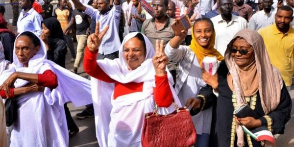 العيالات في الصف الأمامي ديال احتجاجات السودان: مابغيناش حكومة إسلامية بوجه آخر