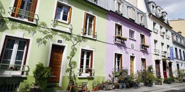 """""""إنستگرام"""" سد شارع كامل في باريس – صور"""