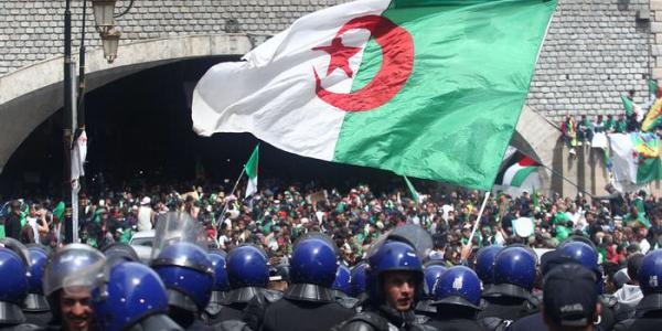 الجمعة الأسود فالدزاير. ارتفاع عدد المعتقلين لـ 180 واحد وإصابة اكثر من 80 بوليسي