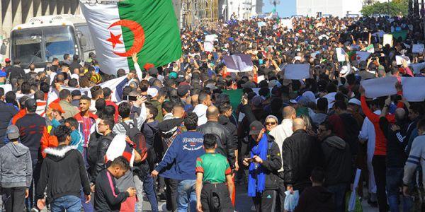 الدزايريين مامفاكنيش. هبطو في سابع جمعة للشارع للمطالبة برحيل العصابة
