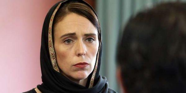 وزيرة نيوزيلندا لي تشهرات بالتعامل الإنساني في مجزرة قتل مصلين كتدوي على خطوبتها
