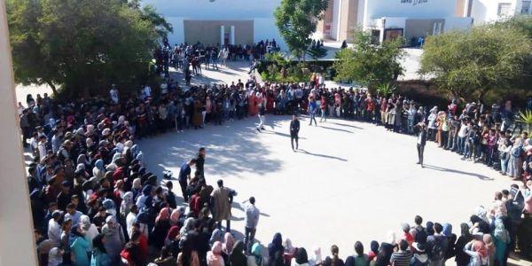 """مذكرة أمزازي حول منع التظاهرات فالجامعة مازال منوضة الجدل. """"الاتحاد الوطني لطلبة المغرب"""" يرد وبدا كيشحن فالطلبة والفصائل والأساتذة والموظفين والإداريين لسحب """"المذكرة المشؤومة"""""""