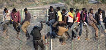 400 مهاجر هجمو على سبتة هاد الصباح والصبليون وقفوهوم