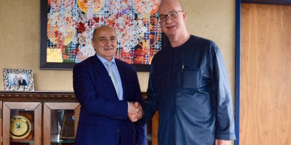 الدبلوماسي المغربي محمد بلعيش بدا مهامو كممثل للإتحاد الافريقي فالسودان بلقاء اسماعيل بن شرقي