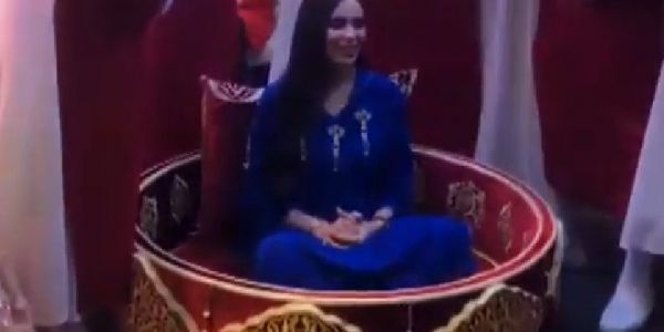 تكريم الفنانات والمغنيات بالعمارية والشطيح ورديح. أين المنطق؟ -فيديو
