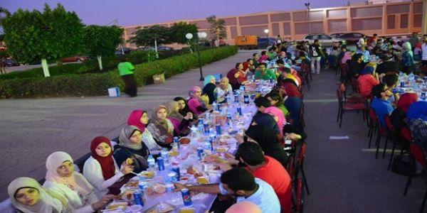 باغيين يدخلو لموسوعة گينس. مصر دارت أكبر وأطول مائدة إفطار في العالم