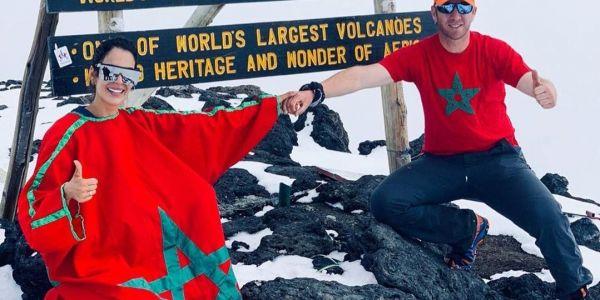 كريمة غيث كتدوي على أحسن ما عاشتو ملي تسلقات أعلى جبل في افريقيا.. حب ورقص ومرح -فيديو وصور
