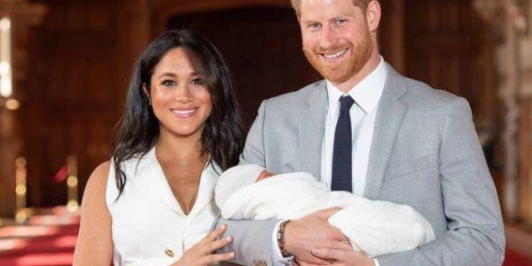 من بعد ولدهم آرتشي. الأمير هاري ومراتو ميكَان غادي يزيدو فرد جديد في العائلة