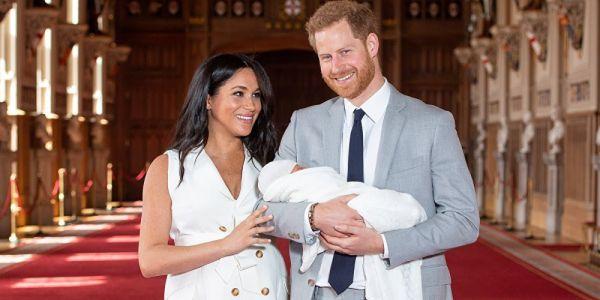 """مذيع في """"bbc"""" جراو عليه بعدما وصف ولد الأمير هاري وميگان بالقرد"""