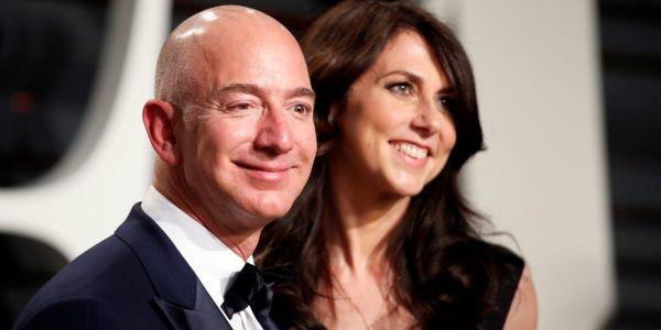 """ضربة معلم.. طليقة جيف بيزوس مول شركة """"أمازون"""" دخلات لقائمة الأغنياء بعدما شدات ملاير الطلاق"""