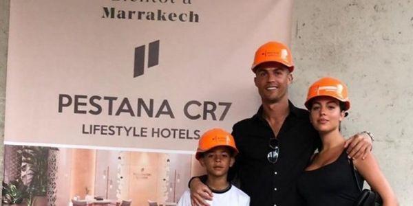 بالصور. رونالدو دار زيارة للفندق ديالو فمراكش وها وقتاش غادي يفتتح