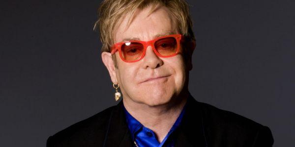 """المغني العالمي إلتون جون طلعو ليه فالراس بعد حذف لقطات جنسية بين مثليين من فيلم """"روكت مان"""""""