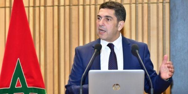 """أمزازي مدور """"صينية عاونو الفريق"""" في """"الفيسبوك باش يبني المدارس"""