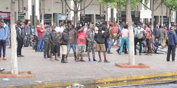 """وضعية المهاجرين الأفارقة مقلقة الـ""""AMDH"""" فمراكش:خاص الإيواء ديالهوم وإخضاعهم للحجر بشكل مستعجل مع حماية كرامتهم"""