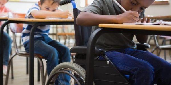 يالاه 10 بالمائة من المدارس العمومية اللي كتوفر الدراسة للأطفال المعاقين