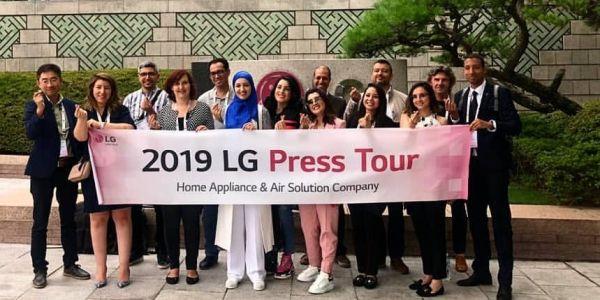 """شركة """"LG"""" غادة بالمؤثرات لكوريا وكتقدمهم كصحافيين. آش جابهم للصحافة؟ واش الثأثير فالانترنيت ولى جنس صحافي بلا خبار حد؟"""