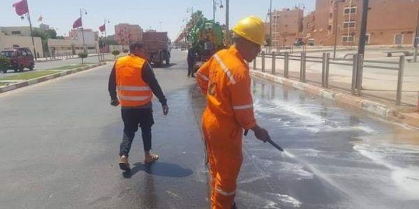 شابو. عمال بلدية العيون ضربو تمارة باش يرجعو الروح للمدينة بعد عمليات التخريب