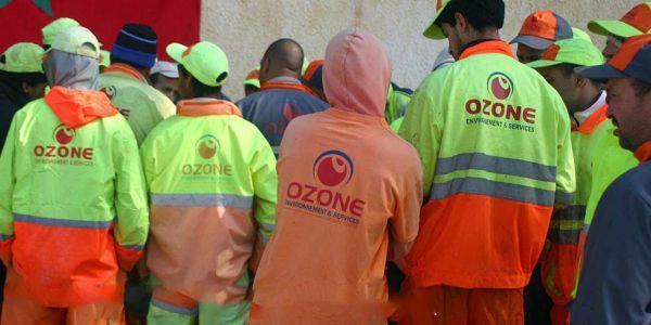 """عمال النظافة بفاس خارجين فمسيرة احتجاجية كبيرة على شركة """"أوزون"""""""