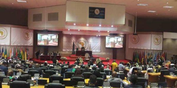 منع البرلمانيين من عضوية البرلمان الإفريقي