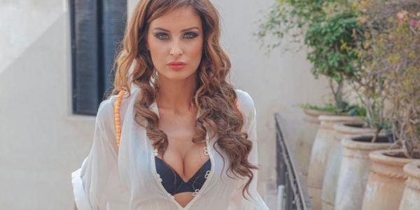 مليكة منار ملكة جمال فرنسا مستمتعة بجمال مدينة سبعة رجال -صور
