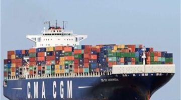 اتفاقية الصيد بدات… الباخرة الفرنسية العملاقة CMA جات لميناء الداخلة
