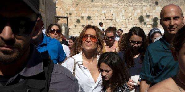 بالفيديو. جينيفر لوبيز شعلات حماس جماهير إسرائيل: كنبغي تل أبيب