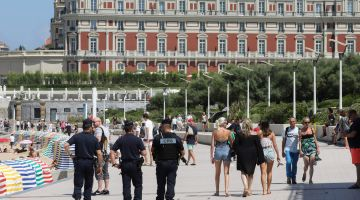 بالتصاور.. بسباب قمة مجموعة السبع والإجراءات الامنية في فرنسا السياح هربو والمهاجرين حاصلين
