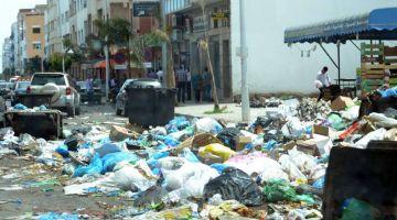 مشكل الازبال كيكبر وكيتزاد في الناظور والبلدية مابقاتش مسوقة