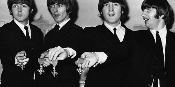 """المعجبين بـ """"البيتلز"""" محتافلين ب 50 عام ديالهم بطريقة خاصة -تصاور"""