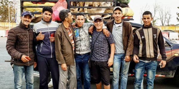 """على طريقتو الخاصة.. """"كبور"""" بارك العيد للمغاربة من حد السوالم"""