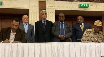 يوم تاريخي فالسودان.. الثورة نجحات: الانتقال إلى الحكم المدني وإعلان دستور جديد