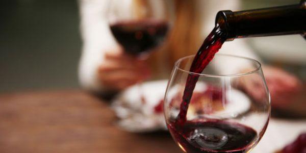 طبيب ديال القلب: كاس ديال الروج يوميا ماكينفع بوالو غير شربو ونساو الصحة