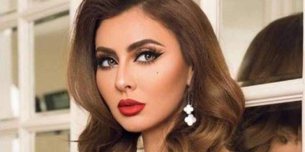 مريم حسين عرات على المؤخرة وقلباتها لوك كاردشياني حتى هي -تصاور