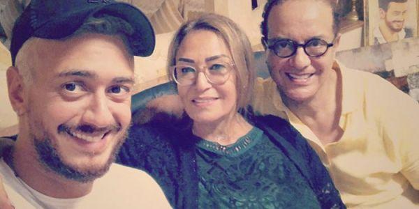 سعد لمجرد من الرباط: الله على راحة بين احضان الوالدين – صورة